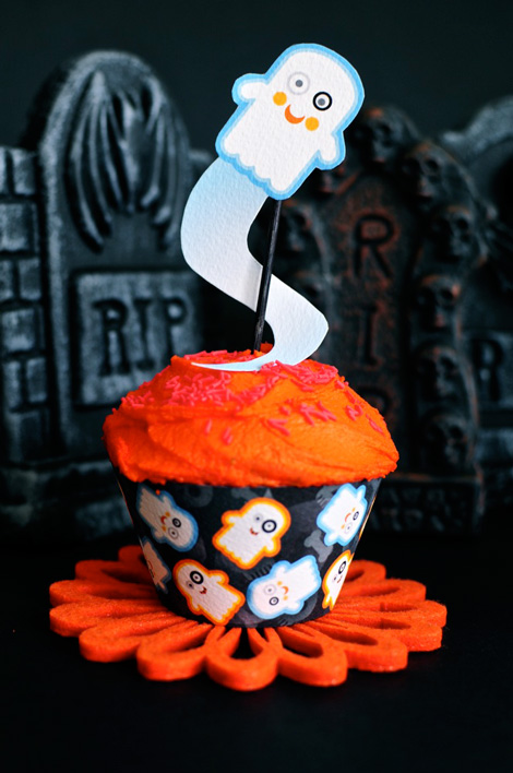 Lil'-Ghostie-cupcake-wrapper-and-topper