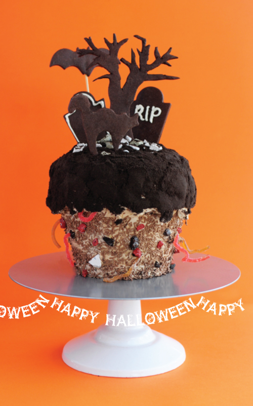 Halloween Cemetery Cake http://cateholst.typepad.com/aworkinprogress/halloween/