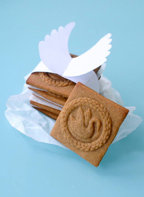Wings-collar-wrap-around-shortbread-cookies