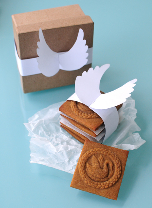 Interlocking-angel-wings-christmas-packaging