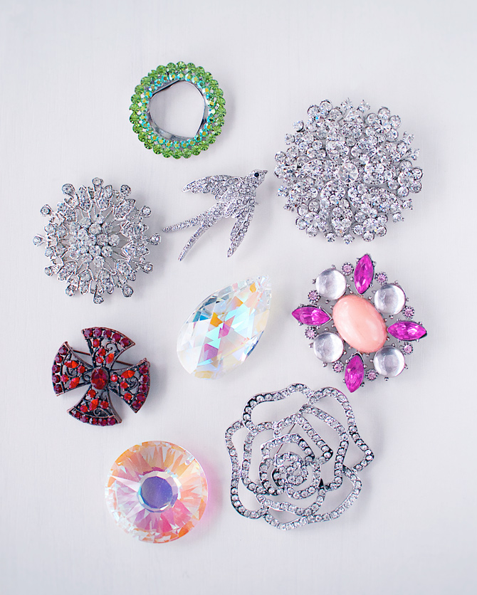 Old-or-broken-brooches-to-make-into-magnets