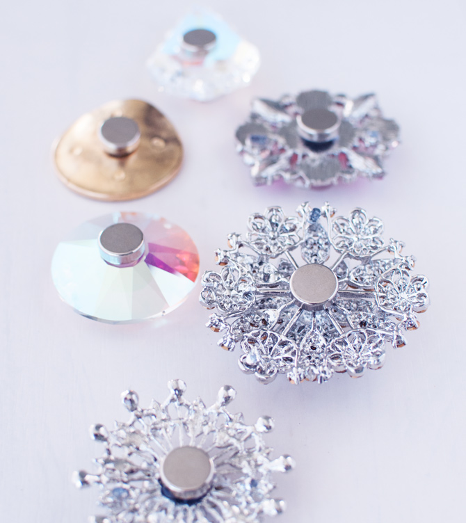 Brooches-with-magnets-on-the-backs