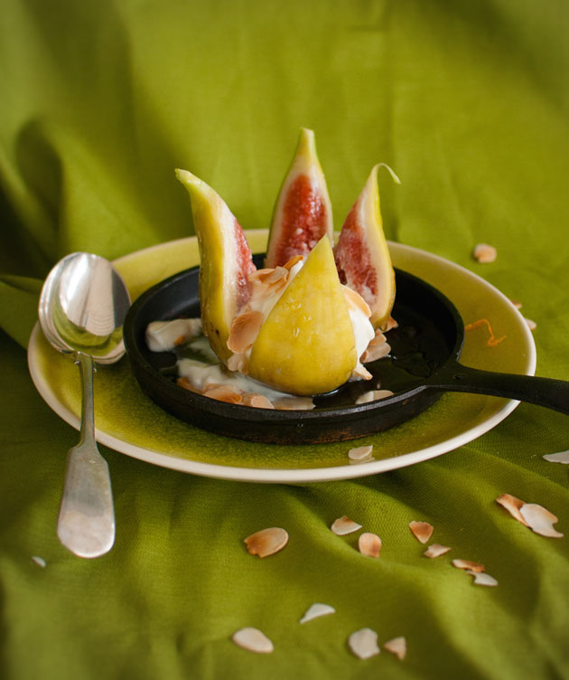 Fresh-figs-with-ricotta-and-honey-syrup-recipe