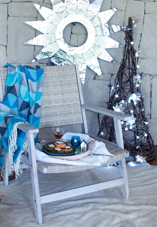 Chair-with-Christmas-Tarts